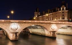 Το pont Saint-Michel τη νύχτα, Παρίσι, Γαλλία Στοκ Εικόνες