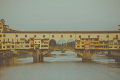 Το Ponte Vecchio γεφυρώνει τον ποταμό α και Arno, Τοσκάνη, Ιταλία Στοκ φωτογραφίες με δικαίωμα ελεύθερης χρήσης