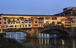 Το Ponte Vecchio τη νύχτα στη Φλωρεντία, Ιταλία Στοκ φωτογραφίες με δικαίωμα ελεύθερης χρήσης
