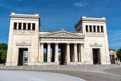 Το Propylaea στο Koenigsplatz στο Μόναχο στοκ εικόνες με δικαίωμα ελεύθερης χρήσης