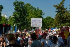 Το Protestors στις οικογένειες ανήκει μαζί συνάθροιση στοκ φωτογραφίες με δικαίωμα ελεύθερης χρήσης