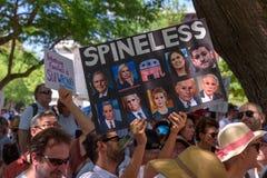 Το Protestors στις οικογένειες ανήκει μαζί συνάθροιση στοκ φωτογραφία με δικαίωμα ελεύθερης χρήσης