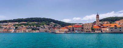 Το Pucisca είναι μικρού χωριού στο νησί Brac, δημοφιλής τουριστικός προορισμός στην αδριατική θάλασσα, Κροατία Πόλης νησί Pucisca στοκ εικόνα με δικαίωμα ελεύθερης χρήσης