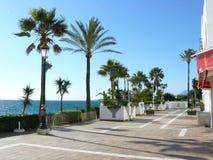 Το Puerto Banus χρωμάτισε το για τους πεζούς τρόπο Στοκ Εικόνες