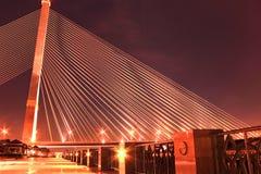 Το Rama VIII γέφυρα πέρα από τον ποταμό Chao Praya τη νύχτα Στοκ φωτογραφία με δικαίωμα ελεύθερης χρήσης