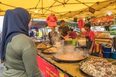 Το Ramadan Bazaar καθιερώνεται για μουσουλμάνο για να σπάσει γρήγορα κατά τη διάρκεια του ιερού μήνα Ramadan Στοκ Εικόνα