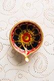 Το rangoli λουλουδιών για Diwali ή pongal ή onam καμένος χρησιμοποιώντας marigold ή zendu τα λουλούδια και κόκκινος αυξήθηκε πέτα Στοκ εικόνες με δικαίωμα ελεύθερης χρήσης