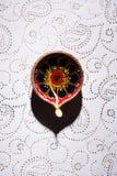 Το rangoli λουλουδιών για Diwali ή pongal ή onam καμένος χρησιμοποιώντας marigold ή zendu τα λουλούδια και κόκκινος αυξήθηκε πέτα Στοκ εικόνα με δικαίωμα ελεύθερης χρήσης