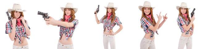 Το redhead cowgirl με το πυροβόλο όπλο που απομονώνεται στο λευκό Στοκ Εικόνες