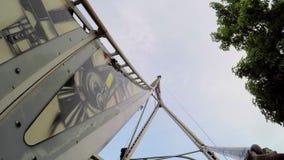 Το Rollecrcoaster πηγαίνει κάτω στην έκθεση απόθεμα βίντεο