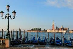 Το SAN Giorgio Maggiore στη Βενετία είδε κοντά στο τετράγωνο του σημαδιού του ST Στοκ Φωτογραφίες