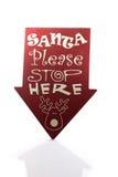 Το Santa παρακαλώ σταματά εδώ το σημάδι μια αντανάκλαση στοκ φωτογραφία