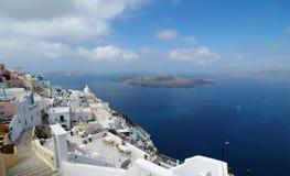 το santorini της Ελλάδας oia πόλεων εβλάστησε την υποστηριγμένη όψη ήταν Στοκ Εικόνες