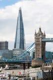 Το Shard και η γέφυρα πύργων στο Λονδίνο Στοκ φωτογραφία με δικαίωμα ελεύθερης χρήσης