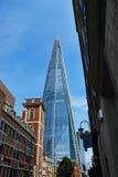 Το Shard του γυαλιού που βλέπει από την οδό του ST Thomas, Λονδίνο Στοκ Εικόνα