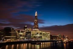 Το Shard, το Λονδίνο Δημαρχείο και το κοβάλτιο Στοκ φωτογραφία με δικαίωμα ελεύθερης χρήσης