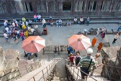 Το Siem συγκεντρώνει, Καμπότζη - 5 Δεκεμβρίου 2016: Επισκέπτες σε Angkor Wat ένα fam Στοκ φωτογραφία με δικαίωμα ελεύθερης χρήσης