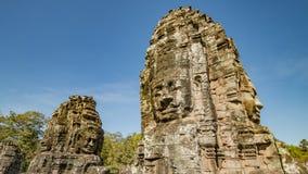 Το Siem συγκεντρώνει, Καμπότζη, στις 6 Δεκεμβρίου 2015: Πολλοί αντιμετωπίζουν το ναό Bayon επί του τόπου Angkor Wat στην Καμπότζη Στοκ εικόνες με δικαίωμα ελεύθερης χρήσης