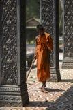 Το Siem συγκεντρώνει, Καμπότζη, στις 18 Μαρτίου 2016: Μοναχός κατά τη διάρκεια των διατάξεων Στοκ Εικόνα