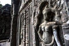 Το Siem συγκεντρώνει την αρχαία χάραξη πετρών χορευτών apsara Angkor Wat στον τοίχο και το στυλοβάτη Στοκ φωτογραφίες με δικαίωμα ελεύθερης χρήσης