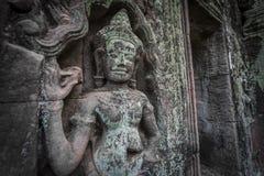 Το Siem συγκεντρώνει την αρχαία χάραξη πετρών χορευτών apsara Angkor Wat στον τοίχο και το στυλοβάτη Στοκ Φωτογραφίες