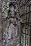 Το Siem συγκεντρώνει την αρχαία χάραξη πετρών χορευτών apsara Angkor Wat στον τοίχο και το στυλοβάτη Στοκ Εικόνες