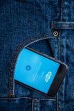 Το Skype είναι εφαρμογή που παρέχει το βίντεο και τις κλήσεις συνομιλίας κειμένων Στοκ Φωτογραφίες