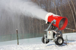 Το Snowmaking είναι η παραγωγή Στοκ εικόνες με δικαίωμα ελεύθερης χρήσης
