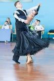 Το Sokol Iliya και Bartashevich Kristina εκτελεί το τυποποιημένο πρόγραμμα νεολαία-2 Στοκ Φωτογραφία