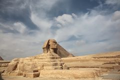Το Sphinx σε Giza και την πυραμίδα Στοκ Εικόνα