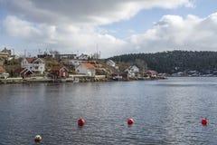 Εξοχικά σπίτια και σπίτια στο sponvika Στοκ εικόνες με δικαίωμα ελεύθερης χρήσης
