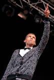 Το Stromae, τραγουδιστής από το Βέλγιο που παίζει το σπίτι, νέο κτύπησε και η ηλεκτρονική μουσική, αποδίδει στο υγιές το 2014 φεσ Στοκ Φωτογραφίες