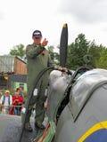 Το Supermarine Spitfire παίρνει ανεφοδιασμένο σε καύσιμα Στοκ φωτογραφία με δικαίωμα ελεύθερης χρήσης