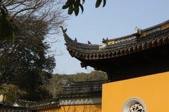 Το Suzhou καλλιεργεί, κινεζική αρχιτεκτονική, ναοί, βουνά, λουλούδια, δαμάσκηνο, δαμάσκηνο, άνθος Στοκ εικόνα με δικαίωμα ελεύθερης χρήσης