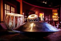 το tabla και κρεμά Στοκ Εικόνες