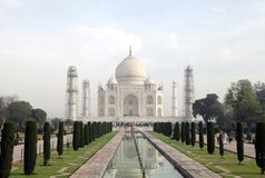 Το Taj Mahal είναι ένα άσπρο μαρμάρινο μαυσωλείο στις όχθεις του ποταμού Yamun Στοκ φωτογραφίες με δικαίωμα ελεύθερης χρήσης