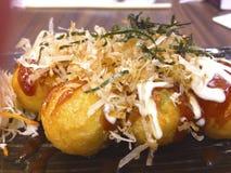 Το Takoyaki είναι ιαπωνική σφαίρα πρόχειρων φαγητών χταποδιών Στοκ Φωτογραφίες