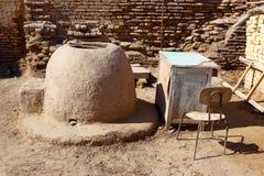 Το Tandoor είναι ένας παραδοσιακός κεντρικός ασιατικός φούρνος για το ψωμί ψησίματος Ουζμπεκιστάν Στοκ φωτογραφίες με δικαίωμα ελεύθερης χρήσης