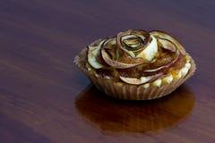 Το tartlet της Apple τρελλό κ.λπ. μοιάζει με ένα λουλούδι Στοκ Εικόνα