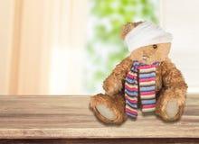 Το Teddy αντέχει με το συγκολλητικό επίδεσμο επάνω Στοκ εικόνα με δικαίωμα ελεύθερης χρήσης