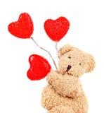 Το Teddy αντέχει με τις κόκκινες καρδιές Στοκ φωτογραφίες με δικαίωμα ελεύθερης χρήσης