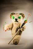 Το Teddy αντέχει με το πινέλο ως μάγος στοκ εικόνες
