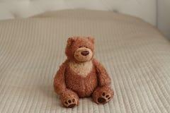 Το Teddy αντέχει, μόνος teddy αντέχει στο σπίτι Στοκ φωτογραφίες με δικαίωμα ελεύθερης χρήσης