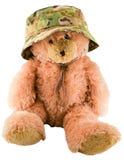 Το Teddy αντέχει σε ένα στρατιωτικό καπέλο Στοκ Εικόνα
