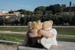 Το Teddy αντέχει στη Ρώμη Στοκ φωτογραφία με δικαίωμα ελεύθερης χρήσης