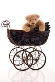 Το Teddy αντέχει στο αναδρομικό καροτσάκι Στοκ Εικόνα