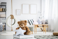 Το Teddy αντέχει στο χώρο για παιχνίδη στοκ φωτογραφία με δικαίωμα ελεύθερης χρήσης