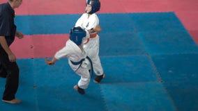 Το Teens ξοδεύει karate την πάλη απόθεμα βίντεο