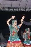 Το Tenggarong, τον Ιούλιο του 2017 ινδικοί χορευτές γυναικών ενώνει στο erau Internat Στοκ φωτογραφία με δικαίωμα ελεύθερης χρήσης