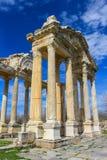 Το Tetrapylon, μνημειακή πύλη σε Aphrodisias Τουρκία Στοκ Εικόνες